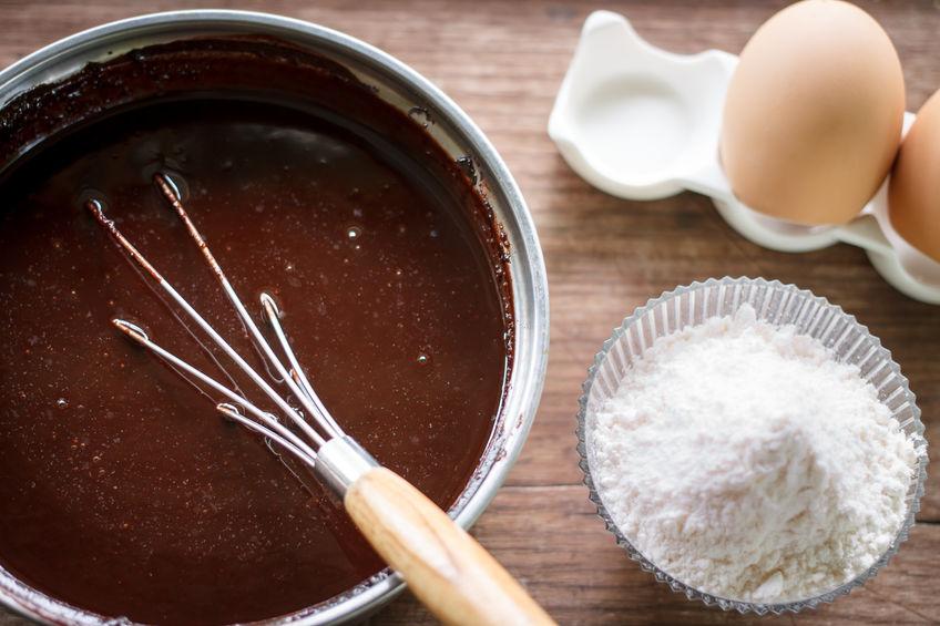Receita de bolo de chocolate fácil e que funciona (para mães sem tempo)!