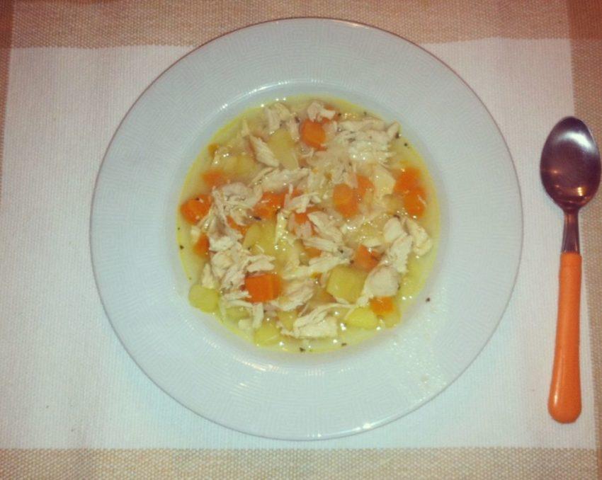 Canja de galinha: ideia simples e gostosa para o frio