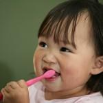Como fazer seu filho escovar os dentes