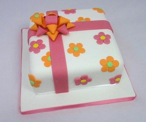bolo aniversario infantil flores