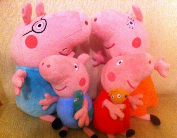 Olha a família Pig aqui na minha poltrona!
