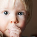 O que fazer quando o bebê chupa o dedo