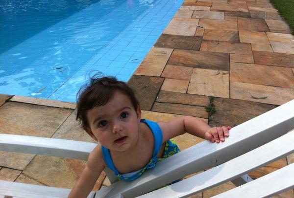 Crian as na piscina perigo constante mil dicas de m e for Piscina pequena bebe