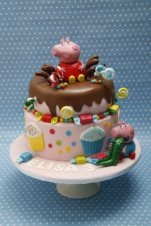 Fonte: http://cakecentral.com/g/i/3066869/peppa-pig-and-george-birthday-cake/u/808700/