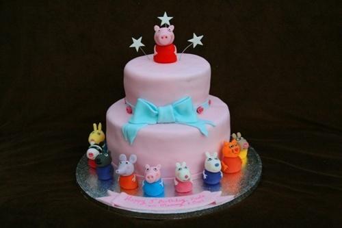 Fonte: http://ricette.pourfemme.it/foto/le-decorazioni-per-la-torta-di-peppe-pig_2775_28.html