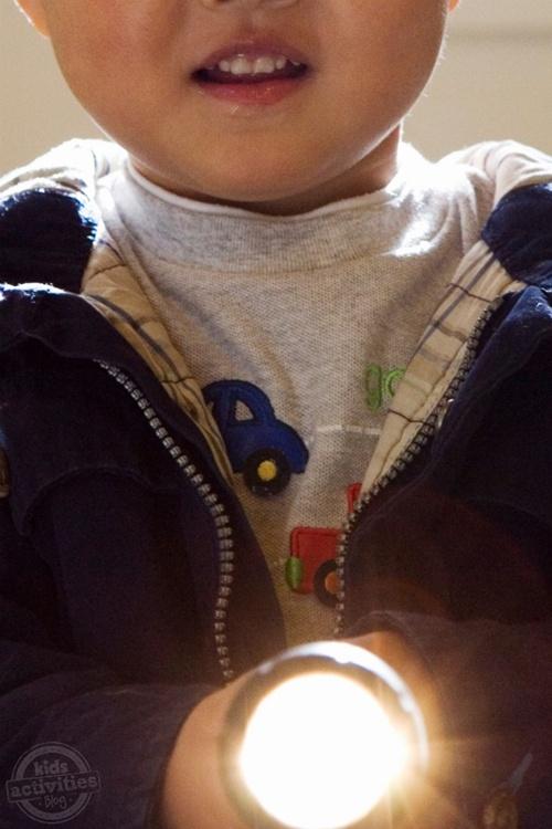 Fonte: http://kidsactivitiesblog.com/48747/flashlight-games-for-kids
