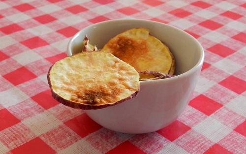 http://www.pitadinha.com/2014/07/chips-de-batata-doce-de-micro-ondas.html
