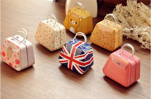 http://pt.aliexpress.com/item/Brand-Coin-Purse-7-Optional-Fashionable-Color-Small-Size-Box-Good-Quality-Creative-Wedding-Favor-Boxes/1833736536.html