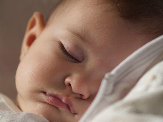 Por que eu nunca consegui deixar minha filha chorar para dormir