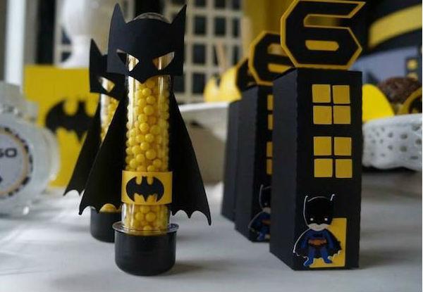 decoracao festa batman:Tubetes com balinhas. Imagem: http://www.karaspartyideas.com
