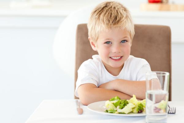 5 dicas (possíveis!) para melhorar as refeições do seu filho