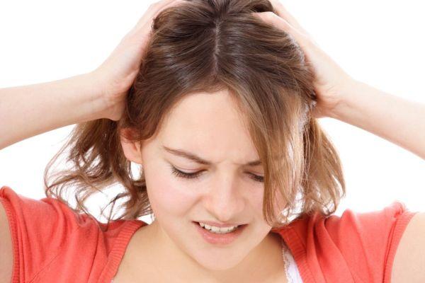 7 dicas naturais para ajudar na queda dos cabelos no pós-parto