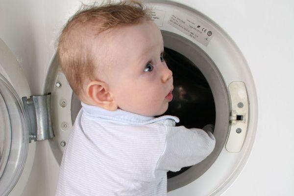Dicas caseiras para tirar manchas de roupas de bebê
