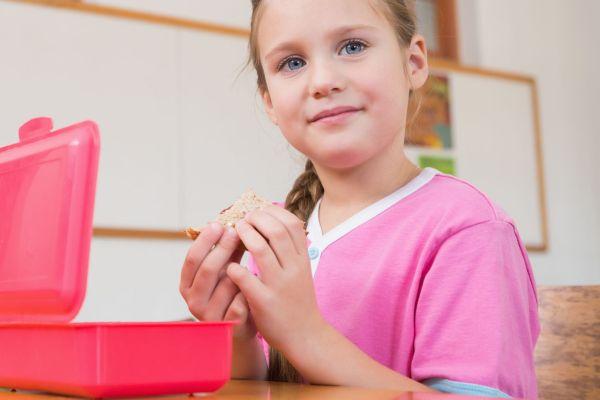 5 vilões da lancheira (que devem permanecer bem longe da dieta do seu filho!)