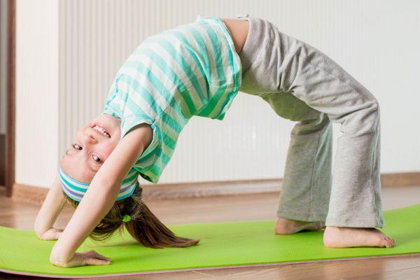 6 motivos para seu filho praticar yoga