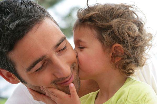 Pais que participam da educação dos filhos criam adultos mais bem-sucedidos e felizes