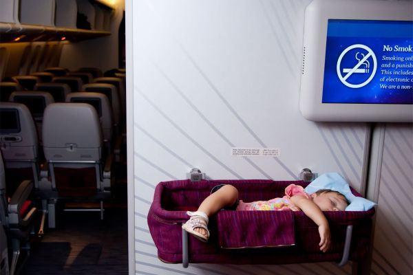 Tudo o que você precisa saber para viajar de avião com o bebê