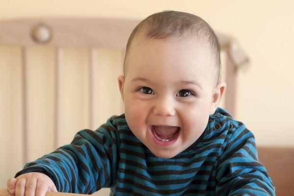 Entenda 5 hábitos estranhos do bebê (que o seu filho também faz!)