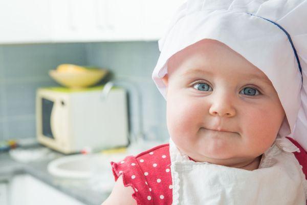 5 comidinhas que seu filho pode ajudar a preparar (mesmo sendo pequenininho!)