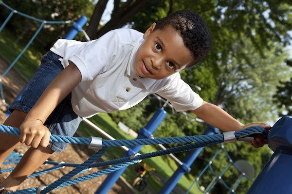6 cuidados fundamentais para levar as crianças em parquinhos