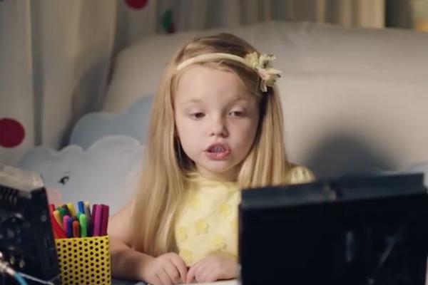Vídeo mostra crianças incentivando adultos a conversar (para rir!)