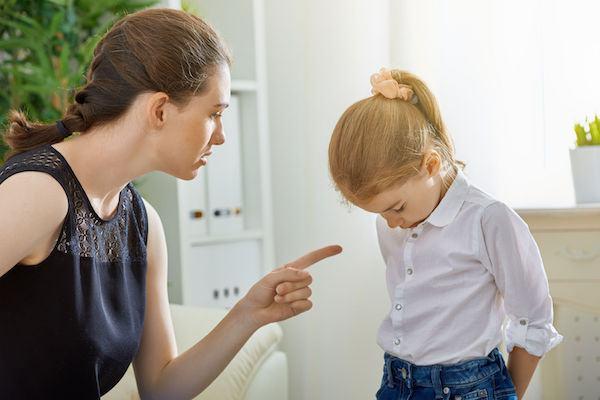 Pesquisa mostra que gritar com os filhos provoca os mesmos efeitos (negativos) que bater
