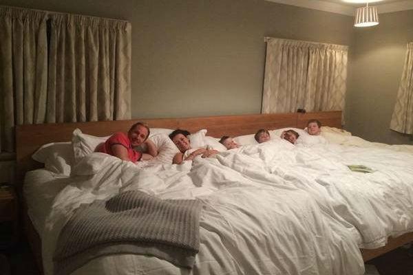 Já imaginou uma cama para dormir a família toda?