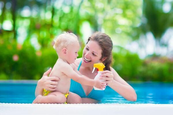 O que você precisa saber sobre o uso de protetor solar em família?