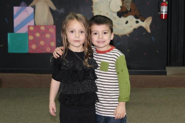 Garotinho de cinco anos salva a festa da melhor amiga (você vai sorrir!)