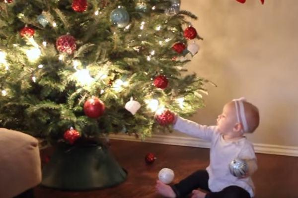 5 vídeos apaixonantes de bebês no Natal (para você desestressar até o grande dia!)