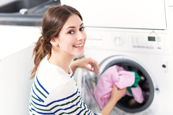Desvende os símbolos das etiquetas de roupas (e faça as peças durarem mais!)