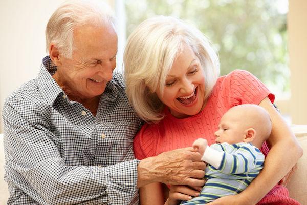 Estudo afirma que cuidar dos netos faz avós viverem mais!
