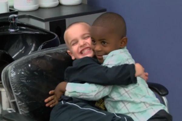 A história de amizade entre duas crianças que venceu o preconceito