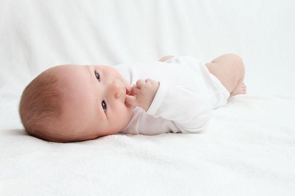 Pesquisa aponta que meninos são mais vulneráveis a estímulos negativos (desde a barriga da mãe)