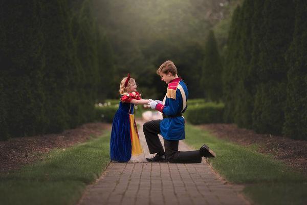 Irmãos revivem Branca de Neve e o Príncipe Encantado em ensaio de fotos (lindo!)