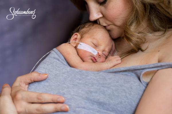 Mães de prematuros protagonizam ensaio emocionante no hospital