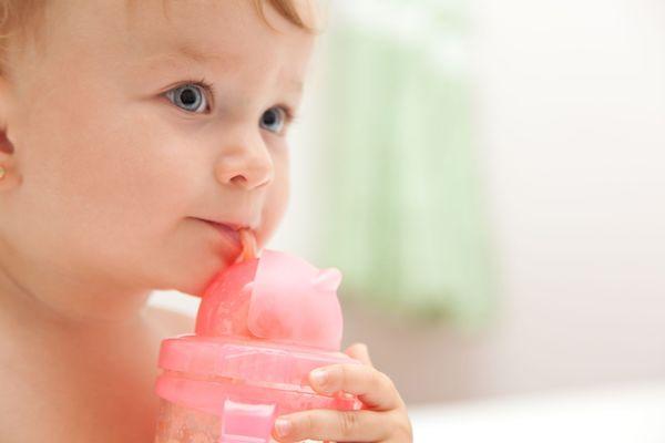 Nova recomendação: bebês menores de um ano não devem tomar suco