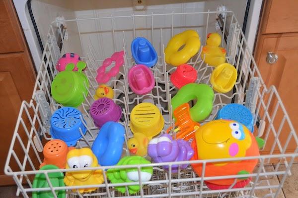 Dica bacana para lavar os brinquedos do seu filho!