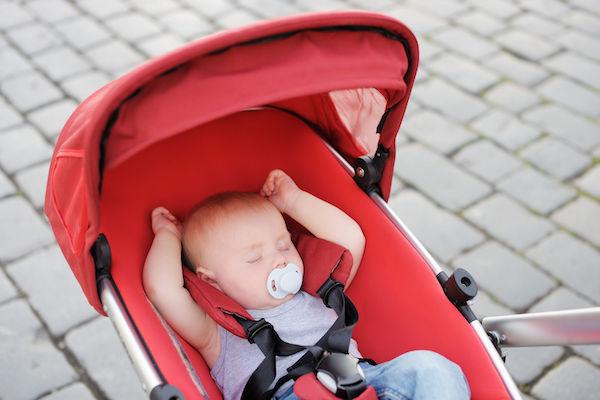 Vai viajar com as crianças? Então veja estas dicas para não bagunçar o sono do seu filho!