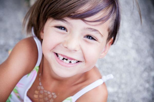 Dentes permanentes: como ocorrem as trocas de dente e o que seu filho vai achar disso!