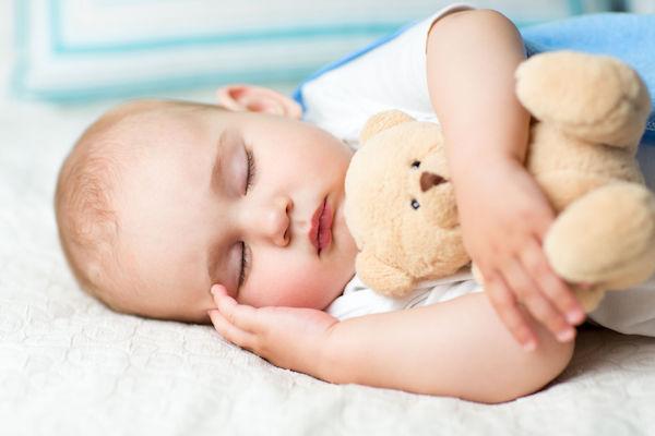 Dar melatonina para a criança dormir? Veja o que avaliar antes de fazer isso!