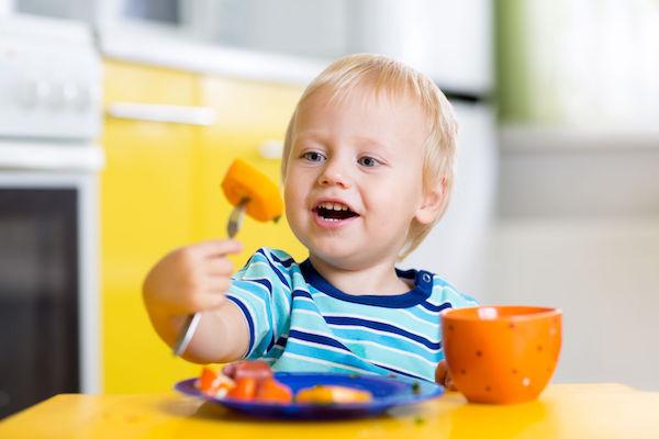 Como fazer uma reeducação alimentar no bebê ou na criança? Veja dicas de nutricionista