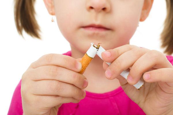 Anvisa proíbe venda de cigarro perto de produtos infantis