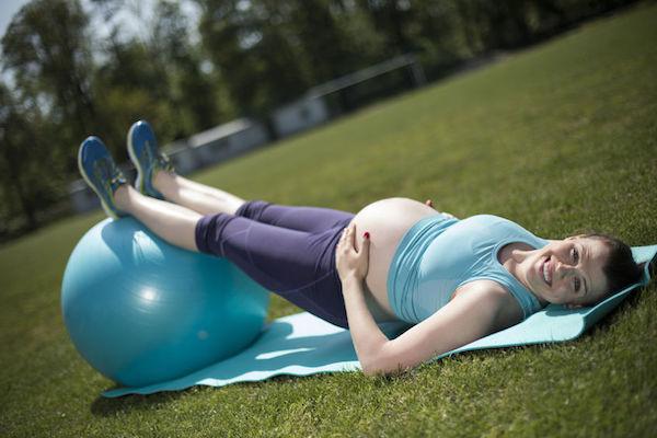 Exercícios para grávidas com bola: como o pilates é benéfico às mamães