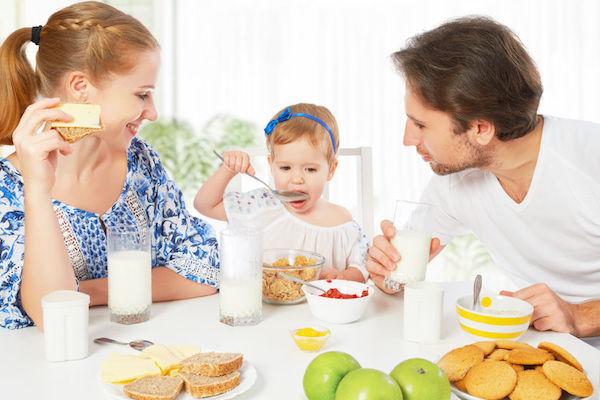 6 dicas para convencer o seu filho a fazer as refeições em família