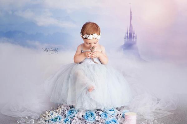Recém-nascidas revivem ensaio de princesas um ano depois (fofura!)