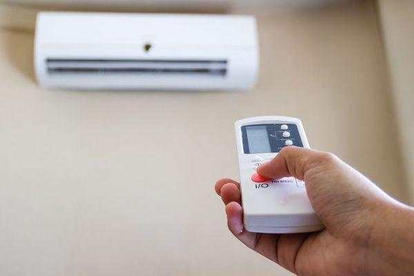 Bebê e ar condicionado: informações e cuidados importantes