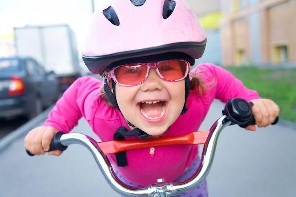 Como ensinar a criança a andar de bicicleta?