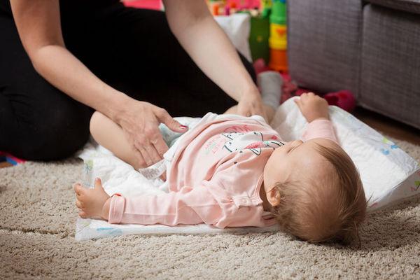 Cocô do bebê: veja sinais de que ele não está normal