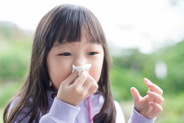 Nariz sangrando em criança: o que causa e o que fazer?
